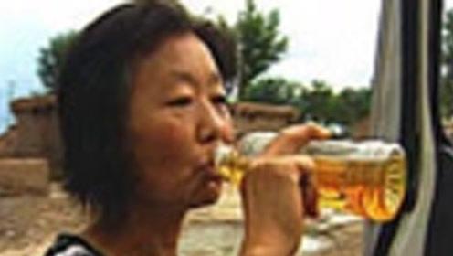 黑龙江一农妇喝汽油上瘾,去医院检查身体,医生瞬间看傻眼!