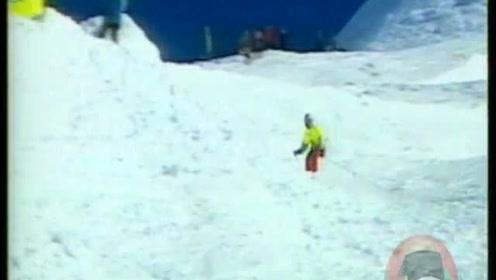又是一群不怕死的人,坐直升飞机上了山。再急速滑下来