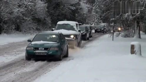 下雪天真不好开车,半天都没走几米!