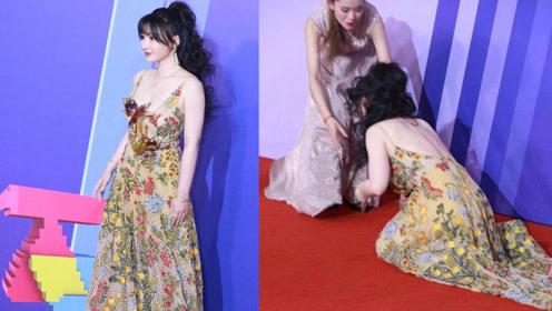 柳岩穿露背长裙装美艳大气,走红毯意外摔倒,倒地姿势太尴尬