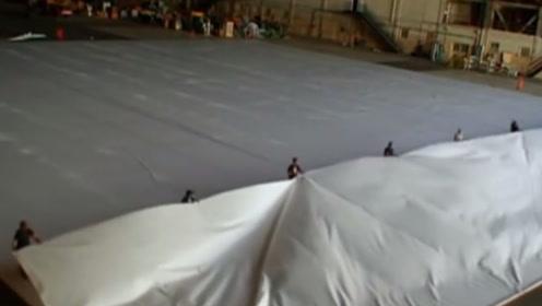 一张纸最多折叠7次?老外用足球场大的纸实验,结果让人意外!