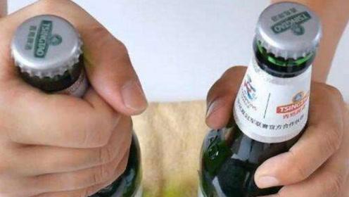 """喝了半辈子啤酒才知道,瓶盖上有个""""小玄机"""",小孩都能轻松拧开"""