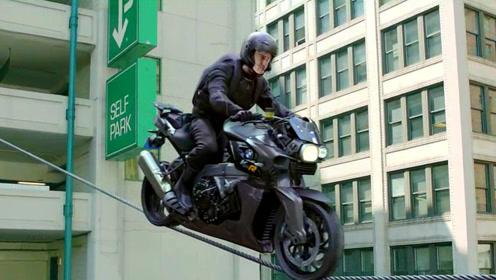 小伙被追杀骑摩托车逃命,不但完成走钢丝,还能轻松飞檐走壁!