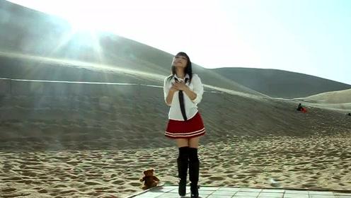 """可爱萌妹沙漠舞蹈真可爱,美少女跳""""宅舞""""美极了!身材好评!"""