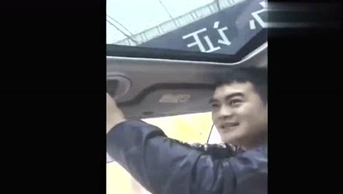 婚后岳父送我的带天窗的汽车,今天提车时让我奔溃!