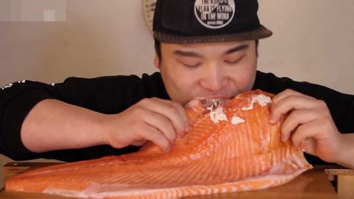 大胃吃播,整块三文鱼抱着啃,美乃滋配洋葱圈,鲜香刺激超带劲!