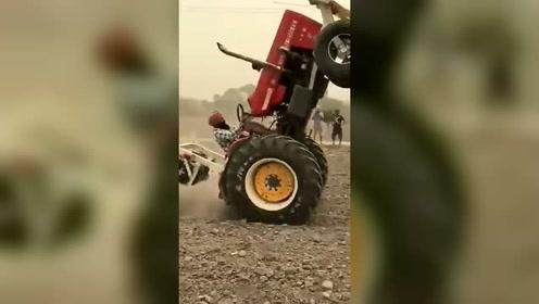 拖拉机还可以这样玩,非洲小伙你是在蓝翔学的吧图片