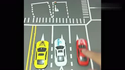 在红路灯十字路口,新手司机的朋友们右转弯注意了!不小心就犯错