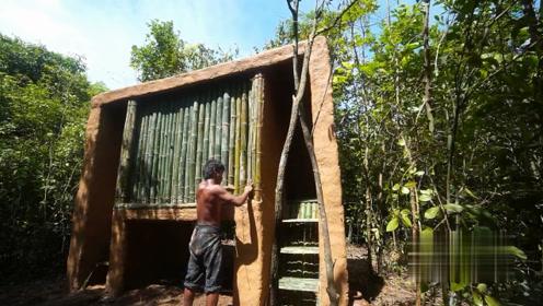 荒野求生:农村小哥深山里修建出小型竹屋,这手艺看得人佩服不已