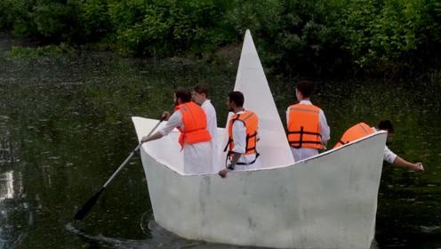"""男子制作一艘""""超级纸船"""",还准备用来渡河,网友:真不怕死?"""