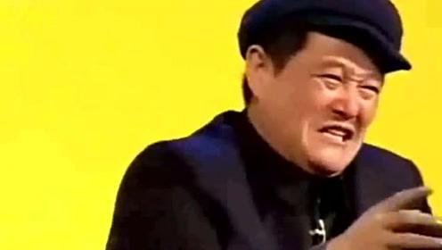 61岁赵本山与徒弟合影,稳坐C位,脸上红润精神抖擞