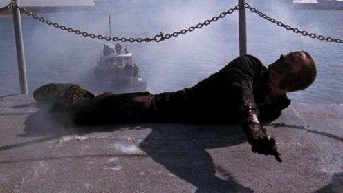 男子穿越80年来到二战时期,身体却穿进战舰动弹不得,这下惨了