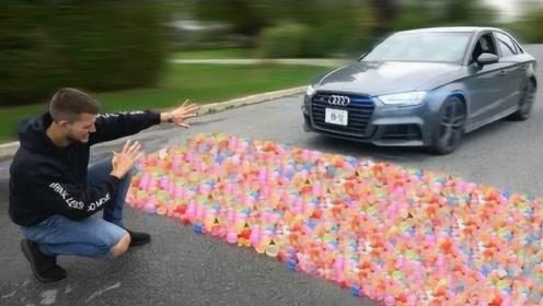 1000个水气球能把车拦住吗?一脚油门下去,下一秒意外发生!