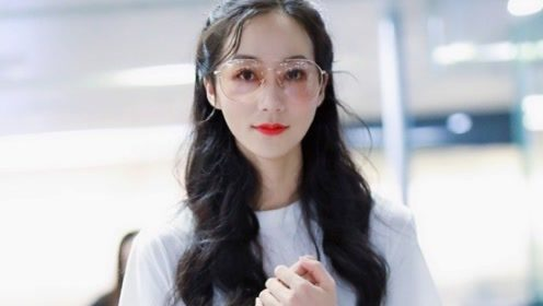 韩雪白T恤搭闪电图案黑白拼色裙 简约优雅可爱十足