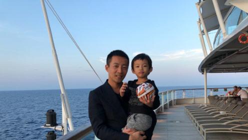 汪小菲罕见晒出儿子正面照 儿子3岁就拥有了大长腿