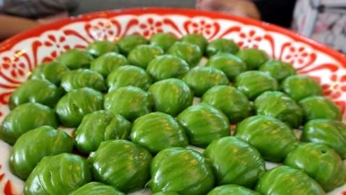 泰国传统沾牙小吃,有点像中国的青团,材料却大不相同