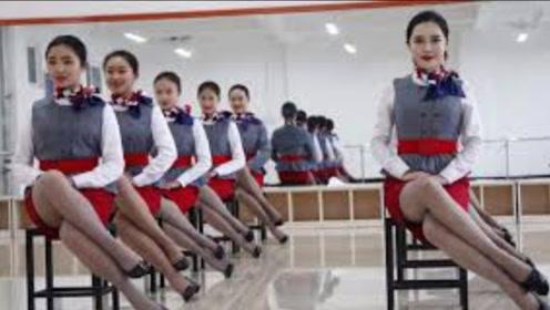 飞机上的空姐,为什么都穿裙子而不穿长裤?看完我脸红了!