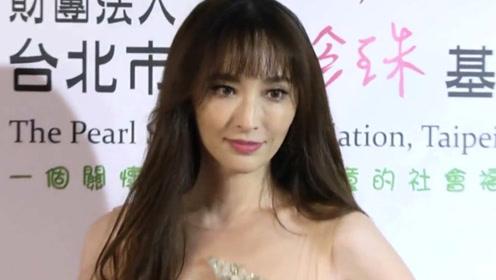 """吴佩慈晒全家福宣布怀第四胎,两儿两女凑足两个""""好""""字"""