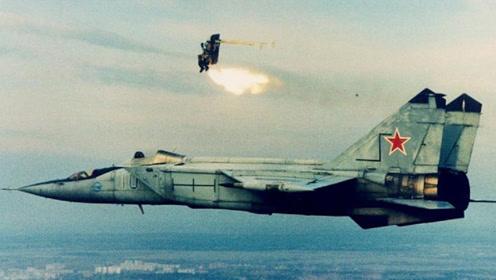 面对锁定,一般战机靠诱饵,而这款上世纪战机却硬靠速度逃出生天