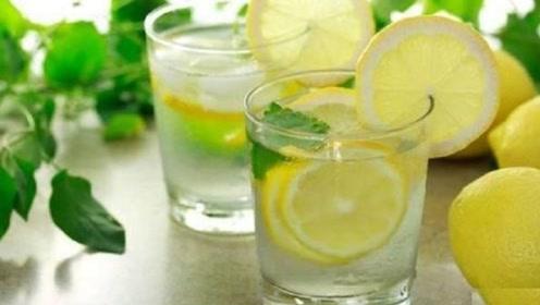 每天早上喝一杯柠檬水,坚持一个月身体会有什么变化?涨知识了