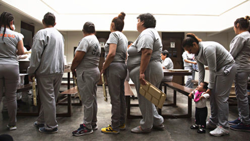 那些被关入监狱的女犯人,每天都在做什么?看完感觉很心酸!
