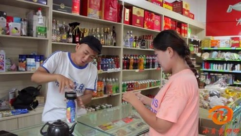 顾客要买冰镇饮料,没想老板把雪糕和饮料绑起来卖,太有才了
