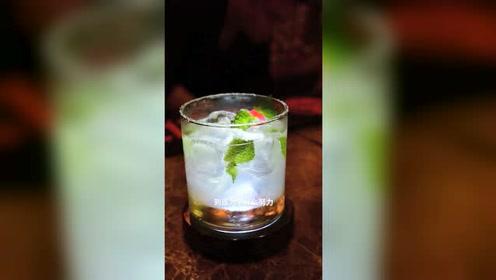 饮品师教你12秒制作一杯薄荷饮品