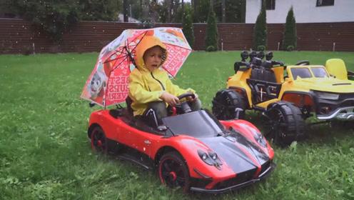 萌娃小可爱下雨天担心车子淋坏了,打伞将车一辆辆送回车库,辛苦