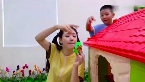 小可爱们和妈妈在院子里玩彩蛋,真是开心极了