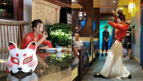 23岁网红茶艺师高温天仍坚持戴面具,粉丝千里来寻只为一睹真容