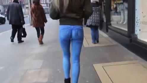 """外国出现""""神笔马良"""",画条牛仔裤就出门!关键部位该怎么挡?"""