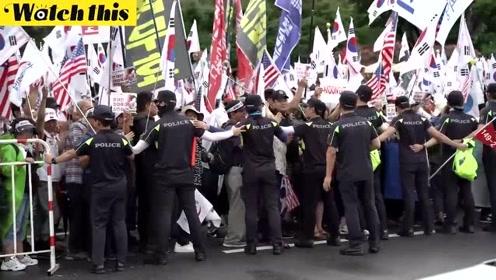韩国再度爆发大规模反日游行 民众手举国旗高喊口号场面壮观