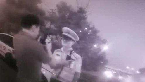 官方通报男子乘奥迪车闯会场:对县人社局副局长立案审查