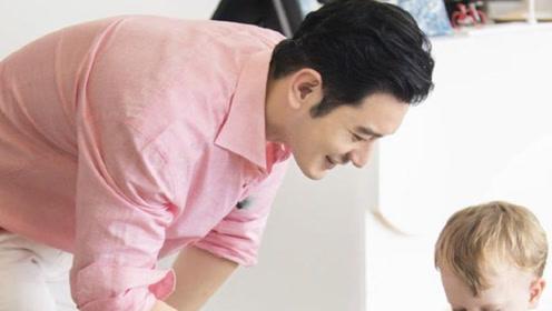 粉色衬衣加校服裤嫩成小鲜肉,谁还敢说他油腻