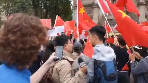 """现场!香港不法分子巴黎当众喊""""香港""""留学生接喊""""是中国的"""""""