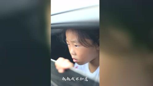 天气炎热,千万不要把孩子单独留在车里,不然后果不堪设想!
