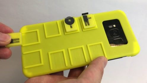 """老外发明带机关的手机壳,触屏变按键,却让手机更好""""玩""""!"""