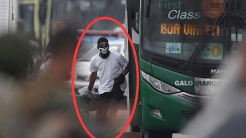 巴西一男子自称警察持枪劫持公交车 与警方对峙约三小时后被击毙