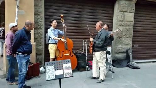 韩国小伙旅游时遇上知音,一首大提琴曲,相逢恨晚啊