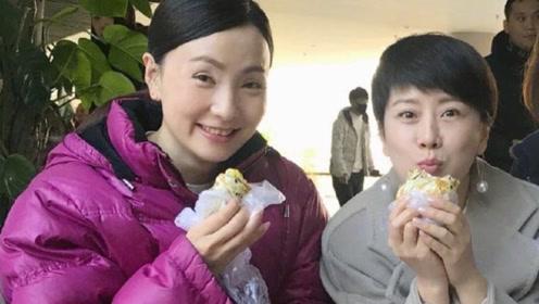中国好闺蜜!海清与小陶虹裹棉袄同吃煎饼果子