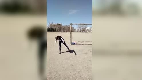 高中体育生的日常,连女生都辛苦训练,心里莫名的心酸!