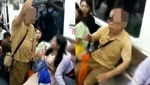 老人地铁霸座强行将女孩从座位挤开:我打死你 女子抹泪报警