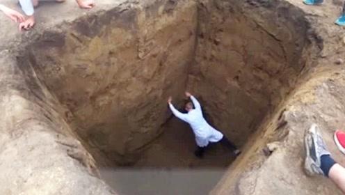 掉进5米的深坑,如何才能逃生?前两个是靠他们聪明的大脑!