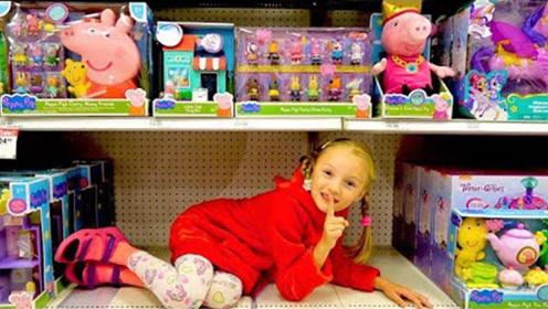 小萝莉在商场里躲猫猫,把妈妈找得团团转,女儿在角落偷笑!
