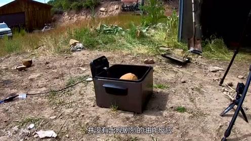 比石头还硬的椰子,放入油锅炸制会怎样?网友:黑暗料理