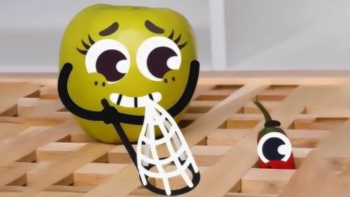 """水果爆笑恶作剧:笨拙的""""苹果""""能抓到辣椒吗?表情太萌了"""