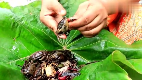 很美味的小螃蟹哦,快来看看如何做美味的凉拌小螃蟹吧,太好吃了