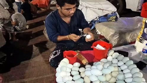 印度街头最流行的小吃:用手剥鸡蛋,技术流畅到犹如开挂!