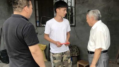 有爱有孝!浙江76岁老教师爱心助学5年,儿子出资圆心愿