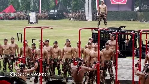 部队中的特种兵,现场演示帅气动作,一身肌肉硬如铁